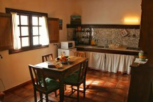 Un restaurante o sitio para comer en Casa Rural los Ajaches