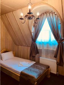 Ліжко або ліжка в номері Готельно-ресторанний комплекс «Галицький замок»