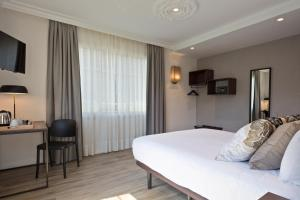 A bed or beds in a room at Acta Splendid