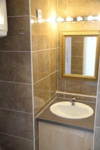 A bathroom at Port-Vincent