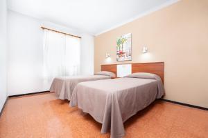 A bed or beds in a room at Apartamentos las Góndolas