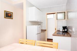 A kitchen or kitchenette at Apartamentos las Góndolas