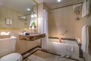 Un baño de Avalon Hotel