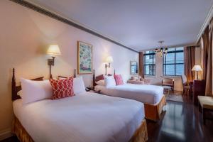 Cama o camas de una habitación en Avalon Hotel