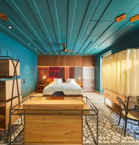A bed or beds in a room at Hotel Boutique Casona del Colegio