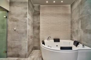 Ένα μπάνιο στο Minoos Hotel