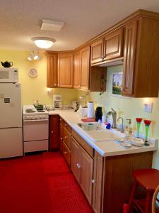 A kitchen or kitchenette at P2 Rendezvous Private Country Home Adults only
