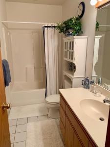 A bathroom at P2 Rendezvous Private Country Home Adults only
