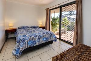 A bed or beds in a room at Northpoint Unit No 1 at South West Rocks