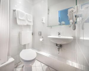 A bathroom at Hotel Central Hamburg
