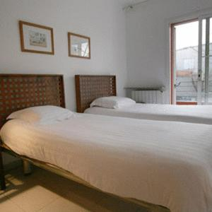 A bed or beds in a room at Girona Apartments