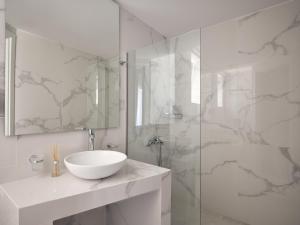 A bathroom at Arcs Boutique Villa Hotel