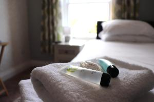 A bed or beds in a room at The White Horse Hotel