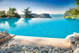 The swimming pool at or close to Madrigale Panoramic&Lifestyle Hotel