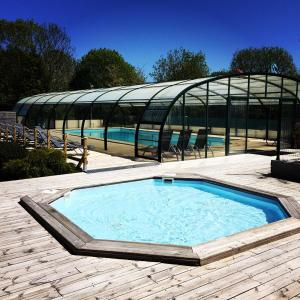 The swimming pool at or near Camping la Roseraie d'Omaha