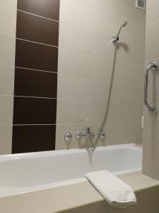 A bathroom at Hasik Hotel