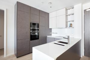 A kitchen or kitchenette at Sonder — Britain Quay