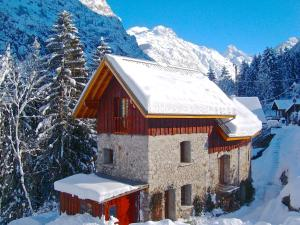 Ecrins Lodge during the winter