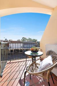 A balcony or terrace at Beau Monde Apartments Newcastle - Boulevard Apartments