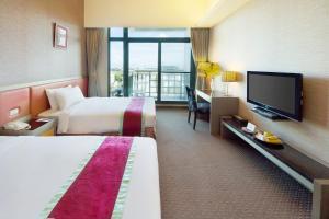 フォルモサ ナルワン ガーデン ホテルにあるテレビまたはエンターテインメントセンター