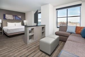 A seating area at Hyatt House Chicago West Loop