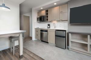 A kitchen or kitchenette at Hyatt House Chicago West Loop