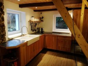 A kitchen or kitchenette at Country House Lesik