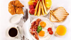 Breakfast options available to guests at Guest House Green Island