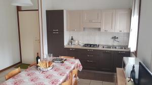 Kuchyň nebo kuchyňský kout v ubytování Villa Gardenia