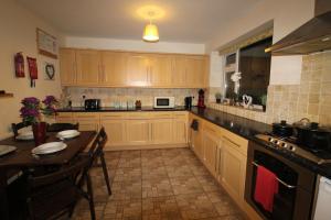 A kitchen or kitchenette at 10 Atchison Gardens