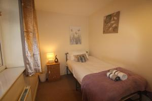 A bed or beds in a room at 10 Atchison Gardens
