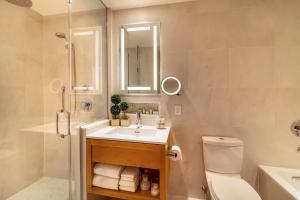 A bathroom at Concorde Hotel New York