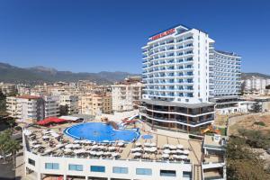Вид на бассейн в Diamond Hill Resort Hotel или окрестностях