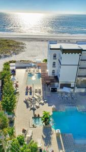 A view of the pool at Barefoot Beach Club or nearby