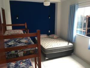 A bed or beds in a room at Arraial Hospedagem