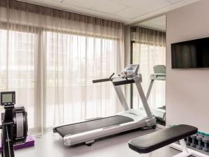 The fitness center and/or fitness facilities at Aparthotel Adagio access Colombes La Défense