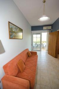 A seating area at Village Drapanias Apartments