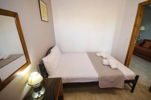 A bed or beds in a room at Village Drapanias Apartments