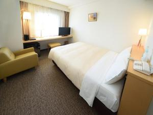 A bed or beds in a room at Hotel Route Tsukuba