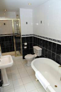 A bathroom at Stanton House Hotel