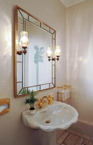 A bathroom at Hotel Palmenhof