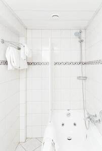 Een badkamer bij Hotel 't Paviljoen