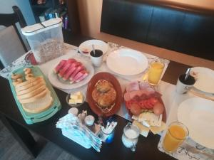 Breakfast options available to guests at Nikyup Guest House