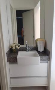 A bathroom at Ondina mar sol festas e a tranquilidade da Bahia