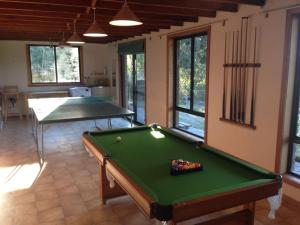 A pool table at Bay of Fires Breakaway
