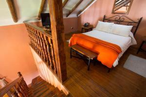 A bed or beds in a room at Posada del Puruay