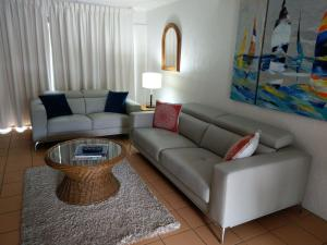 A seating area at Nautilus Noosa Holiday Resort