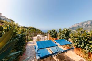 A view of the pool at Hotel Villa Maria or nearby