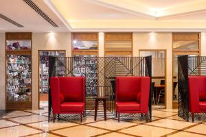 De lobby of receptie bij Coral Dubai Deira Hotel