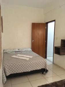 A bed or beds in a room at Apartamento Duque de Caxias